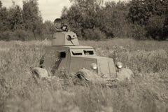 Θωρακισμένο αυτοκίνητο Γερμανικός στρατιωτικός εξοπλισμός από το δεύτερο παγκόσμιο πόλεμο στην αναδημιουργία του πεδίου μάχης για στοκ φωτογραφία με δικαίωμα ελεύθερης χρήσης