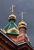Θόλοι του ST James ο δίκαιος ναός ενάντια στον ουρανό στοκ εικόνα
