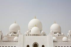 Θόλοι Sheikh του μουσουλμανικού τεμένους Zayed στο Αμπού Νταμπί, Στοκ φωτογραφία με δικαίωμα ελεύθερης χρήσης
