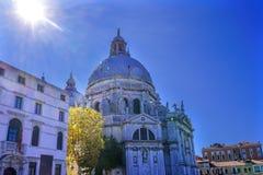 Θόλος Βενετία Ιταλία εκκλησιών χαιρετισμού della Sunflare Σάντα Μαρία ήλιων Στοκ Εικόνες