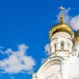 θόλος και σταυρός της Ορθόδοξης Εκκλησίας Στοκ φωτογραφία με δικαίωμα ελεύθερης χρήσης