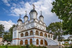 , θόλος, σταυρός, καλοκαίρι, καθεδρικός ναός σε Bolshie Vyazyomy, Ρωσία Στοκ Φωτογραφία
