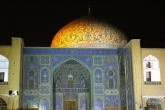 Θόλος Sheikh του μουσουλμανικού τεμένους Lotfollah στο τετράγωνο naqsh-ε Jahan τη νύχτα, Ισφαχάν, Ιράν στοκ φωτογραφίες