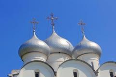 Θόλοι καθεδρικών ναών του ST Sophia ενάντια ληφθείσας της μπλε ουρανός κινηματογράφησης σε πρώτο πλάνο vo στοκ φωτογραφία με δικαίωμα ελεύθερης χρήσης