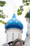 Θόλοι καθεδρικών ναών Dormition στην τριάδα Sergius Lavra στοκ εικόνα με δικαίωμα ελεύθερης χρήσης