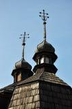 Θόλοι με τους σταυρούς στην εκκλησία στοκ φωτογραφίες