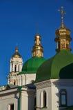 Θόλοι του πύργου εκκλησιών και κουδουνιών στο Κίεβο Pechersk Lavra Στοκ Φωτογραφίες