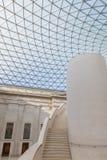 Θόλος και σκαλοπάτια γυαλιού σε ένα μουσείο Στοκ Εικόνες