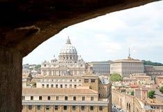 Θόλος της βασιλικής του ST Peter από Castel Sant'Angelo Στοκ Εικόνες