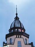 Θόλος του κτηρίου ενάντια στο μπλε ουρανό Στοκ φωτογραφία με δικαίωμα ελεύθερης χρήσης