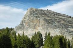 Θόλος Lembert στο πέρασμα Tioga, Yosemite στοκ εικόνες