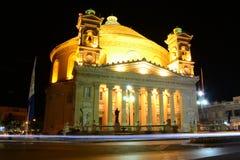Θόλος Mosta τη νύχτα στοκ φωτογραφίες