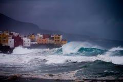 Θύελλα με τα μεγάλα κύματα Tenerife, Ισπανία Στοκ εικόνες με δικαίωμα ελεύθερης χρήσης