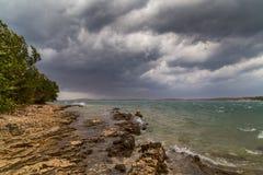 Θύελλα πέρα από την αδριατική θάλασσα, με το όμορφο δραματικό cloudscape Στοκ Φωτογραφίες