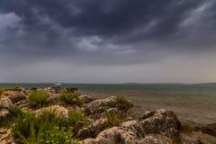 Θύελλα πέρα από την αδριατική θάλασσα, με το όμορφο δραματικό cloudscape Στοκ Φωτογραφία