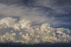 Θύελλα σύννεφων, cumulonimbus σύννεφα, ταχεία κάθετη ανάπτυξη Στοκ εικόνα με δικαίωμα ελεύθερης χρήσης