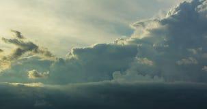 Θύελλα σύννεφων, cumulonimbus σύννεφα, ταχεία κάθετη ανάπτυξη Στοκ φωτογραφία με δικαίωμα ελεύθερης χρήσης