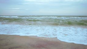 Θύελλα φθινοπώρου πρωινού στη θάλασσα απόθεμα βίντεο