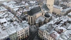 Θύελλα χιονιού στην παλαιά πόλη της Ευρώπης απόθεμα βίντεο