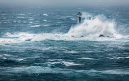 Θύελλα Desmond, φάρος Longships, τέλος εδάφους ` s, Κορνουάλλη στοκ φωτογραφία με δικαίωμα ελεύθερης χρήσης