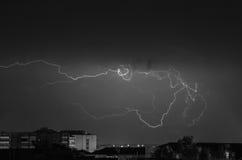 Θύελλα αστραπής πέρα από την πόλη Στοκ Εικόνες