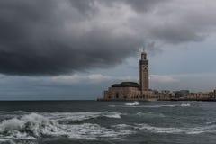 Θύελλα πέρα από το μουσουλμανικό τέμενος Χασάν ΙΙ Στοκ Φωτογραφία