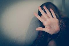 Θύμα κατάχρησης γυναικών Οικογενειακή βία, παρενόχληση, κατάθλιψη, εθισμός στα ναρκωτικά, ανθρώπινη κίνηση στοκ εικόνες με δικαίωμα ελεύθερης χρήσης