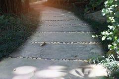 διάβαση πεζών στο πάρκο κήπων Στοκ φωτογραφία με δικαίωμα ελεύθερης χρήσης