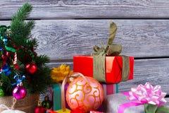 διάνυσμα δέντρων απεικόνισης δώρων Χριστουγέννων Στοκ Εικόνα