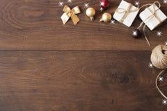 διάνυσμα απεικόνισης διακοσμήσεων Χριστουγέννων ανασκόπησης Σχέδιο συνόρων Χριστουγέννων στο ξύλινο υπόβαθρο Στοκ φωτογραφία με δικαίωμα ελεύθερης χρήσης
