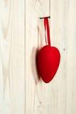 διάνυσμα βαλεντίνων αγάπης απεικόνισης ημέρας ζευγών Κόκκινη καρδιά υφάσματος Στοκ Φωτογραφία