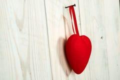 διάνυσμα βαλεντίνων αγάπης απεικόνισης ημέρας ζευγών Κόκκινη καρδιά υφάσματος Στοκ φωτογραφία με δικαίωμα ελεύθερης χρήσης