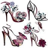 Διάνυσμα μόδας που τίθεται με τα σανδάλια και τα λουλούδια για το σχέδιο Στοκ εικόνες με δικαίωμα ελεύθερης χρήσης