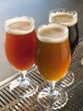 διάνυσμα συμβόλων απεικόνισης γυαλιών σχεδίου χρώματος μπύρας Στοκ Φωτογραφία