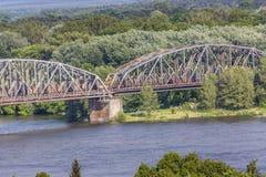 διάσημη υποδομή γεφυρών πέρα από το vistula ζευκτόντων μεταφορών του Τορούν ποταμών της Πολωνίας Μεταφορά στοκ εικόνες