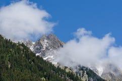 διάφορα βουνά με τα σύννεφα Στοκ Φωτογραφία