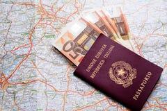 Διαβατήριο, χρήματα και χάρτης Στοκ φωτογραφίες με δικαίωμα ελεύθερης χρήσης