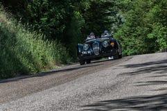 ΙΑΓΟΥΑΡΟΣ XK 120 ΑΝΟΙΚΤΌ ΑΥΤΟΚΊΝΗΤΟ 1950 OTS σε ένα παλαιό αγωνιστικό αυτοκίνητο στη συνάθροιση Mille Miglia 2017 η διάσημη ιταλι Στοκ εικόνα με δικαίωμα ελεύθερης χρήσης