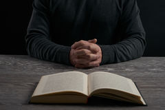 διαγώνια θρησκεία έννοιας βιβλίων στοκ εικόνες με δικαίωμα ελεύθερης χρήσης