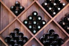 διαγώνιο κρασί ραφιών Στοκ Φωτογραφία