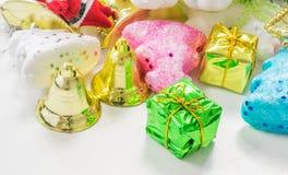 διακοπές δώρων Παραμονής Χριστουγέννων πολλές διακοσμήσεις Στοκ φωτογραφίες με δικαίωμα ελεύθερης χρήσης