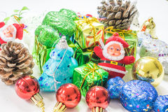 διακοπές δώρων Παραμονής Χριστουγέννων πολλές διακοσμήσεις Στοκ Εικόνες