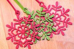 διακοσμήσεις Χριστουγέννων κλάδων κιβωτίων σφαιρών handbell Στοκ Φωτογραφία