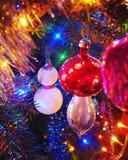 διακοσμήσεις Χριστουγέννων κλάδων κιβωτίων σφαιρών handbell Στοκ Εικόνα