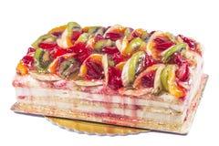 διακοσμημένες φράουλες σμέουρων καρπού επιδορπίων κέικ βατόμουρων Στοκ Εικόνες