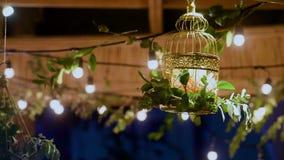 διακοσμημένος επιτραπέζιος γάμος τριαντάφυλλων μαργαριταριών φιλμ μικρού μήκους
