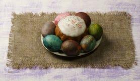 διακοσμητική παράδοση Πάσχας κέικ ψωμιού Αυγά Πάσχας Στοκ Εικόνα