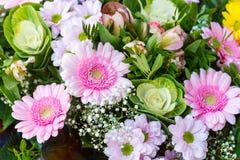 διακοσμητική floral απεικόνιση δύο λουλουδιών καρτών ανθοδεσμών ανασκόπησης διάνυσμα Στοκ εικόνα με δικαίωμα ελεύθερης χρήσης
