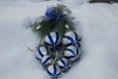 διακόσμηση Δεκεμβρίου Χριστουγέννων του 2010 έξω από το χιόνι φωτογραφιών που λαμβάνεται στοκ φωτογραφία με δικαίωμα ελεύθερης χρήσης