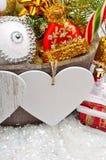 Διακόσμηση Χριστουγέννων, κλαδίσκος πεύκων, κάρτα για το κείμενο, μπιχλιμπίδι Χριστουγέννων Στοκ φωτογραφία με δικαίωμα ελεύθερης χρήσης